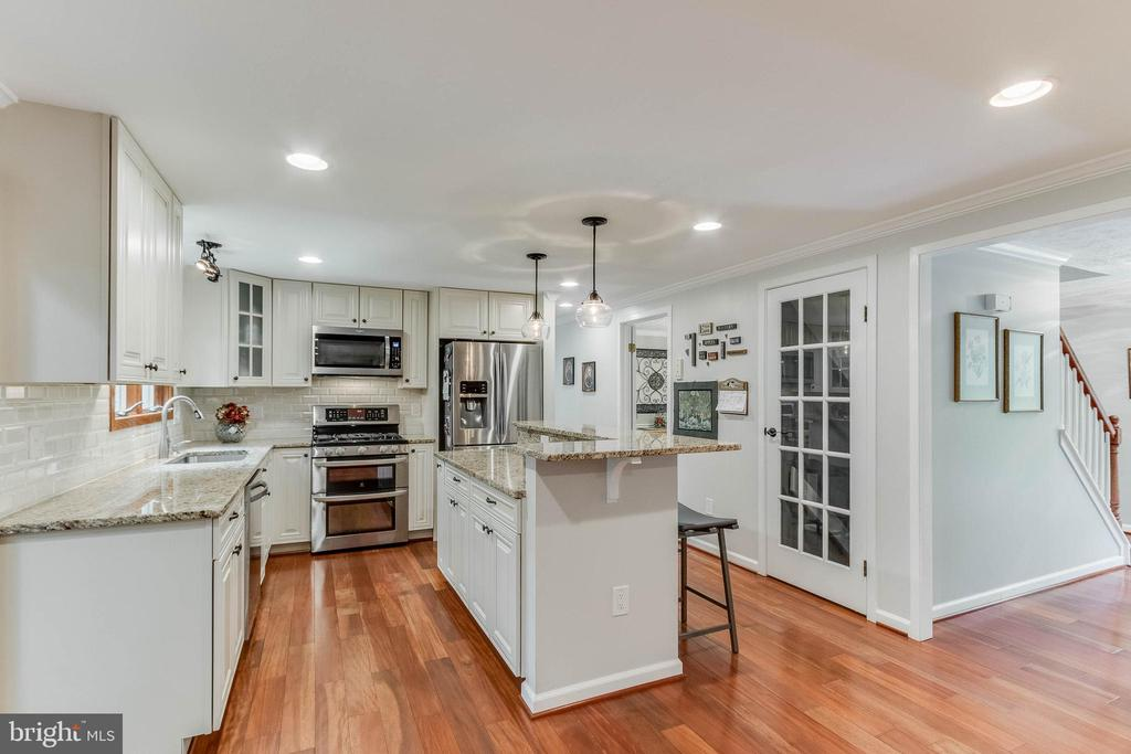 Beautifully Renovated Kitchen with Stainless Steel - 12306 FOLKSTONE DR, HERNDON