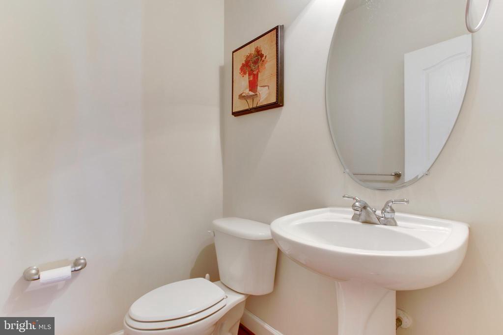 Half Bath -Main level - 525 ODENDHAL AVE, GAITHERSBURG