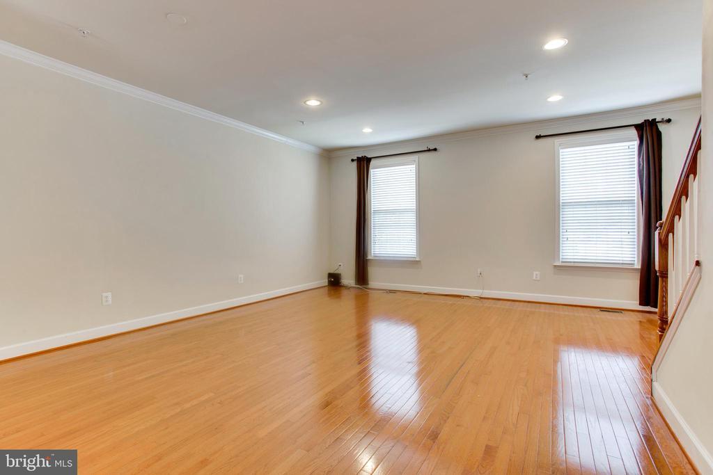 Living room -Main Floor/Hardwood flooring - 525 ODENDHAL AVE, GAITHERSBURG