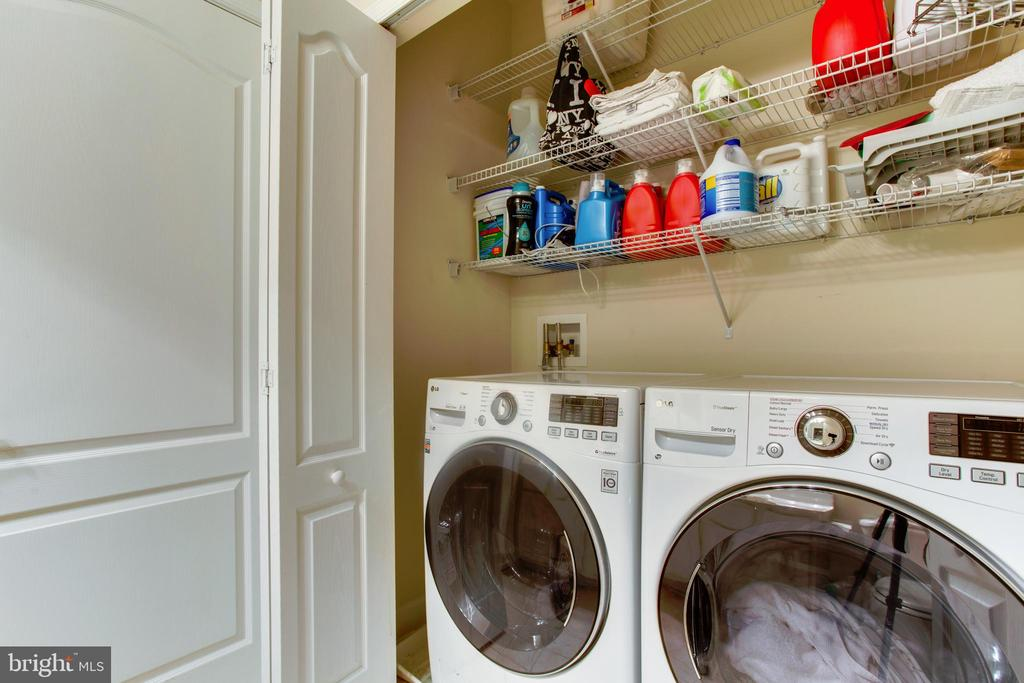 Laundry room - Upper level - 525 ODENDHAL AVE, GAITHERSBURG