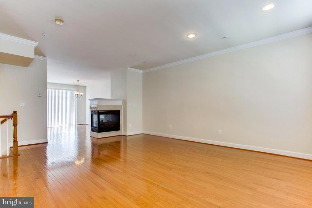 Living room -Main Floor - 525 ODENDHAL AVE, GAITHERSBURG