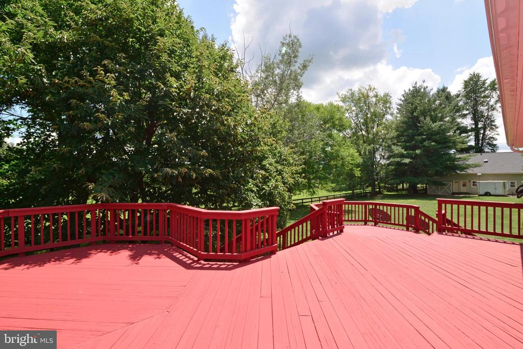Huge Deck recently refinished - 13934 MOUNTAIN RD, HILLSBORO
