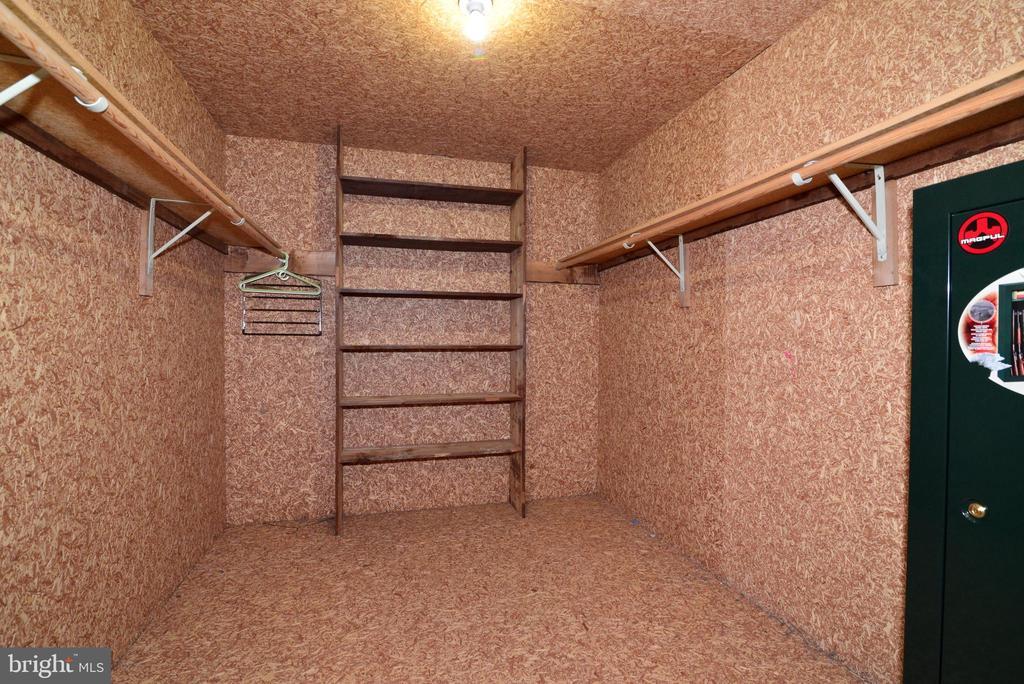 14x9 cedar closet - 13934 MOUNTAIN RD, HILLSBORO