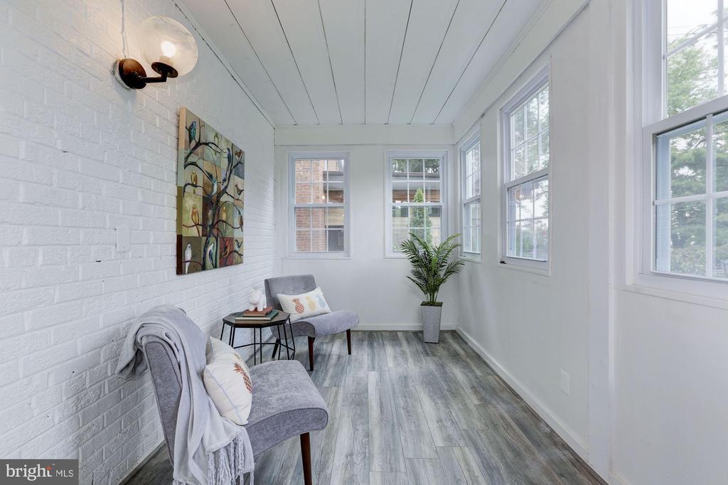 Sun Room - 1745 BUCHANAN ST NE, WASHINGTON
