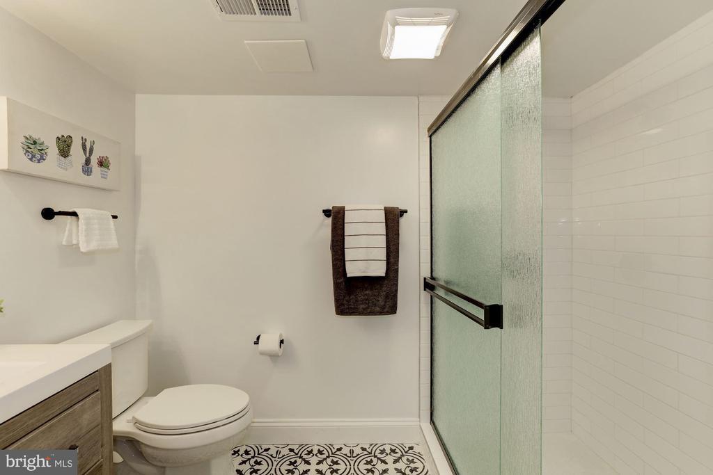 Full Bath - Lower Level - 1745 BUCHANAN ST NE, WASHINGTON