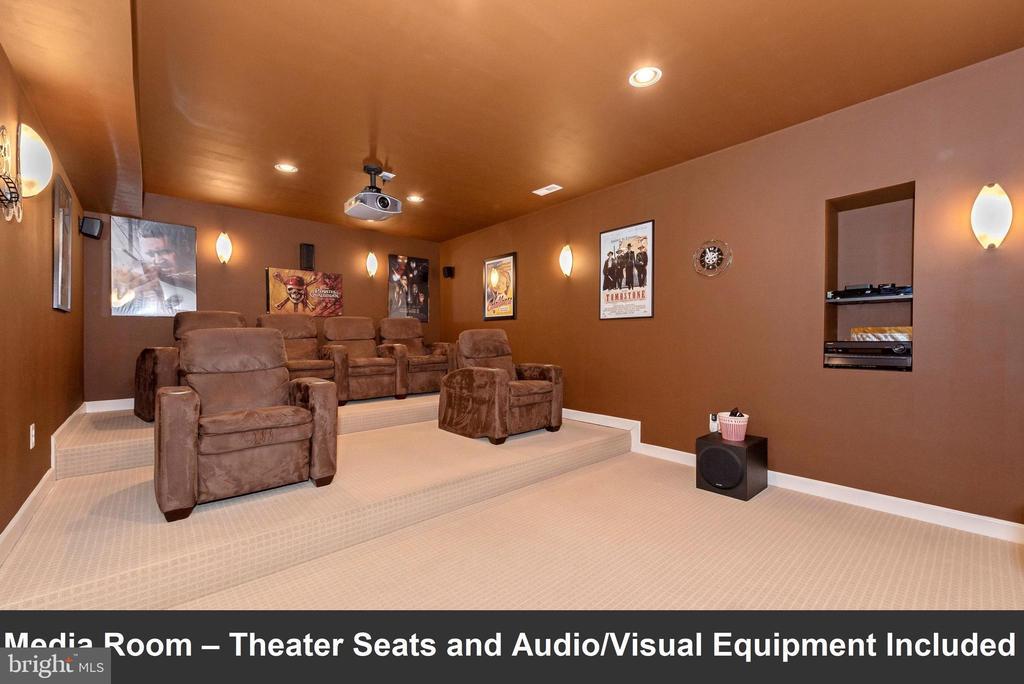 Media room - theater seats and AV equipment inc. - 6902 SOUTHRIDGE PL, MIDDLETOWN