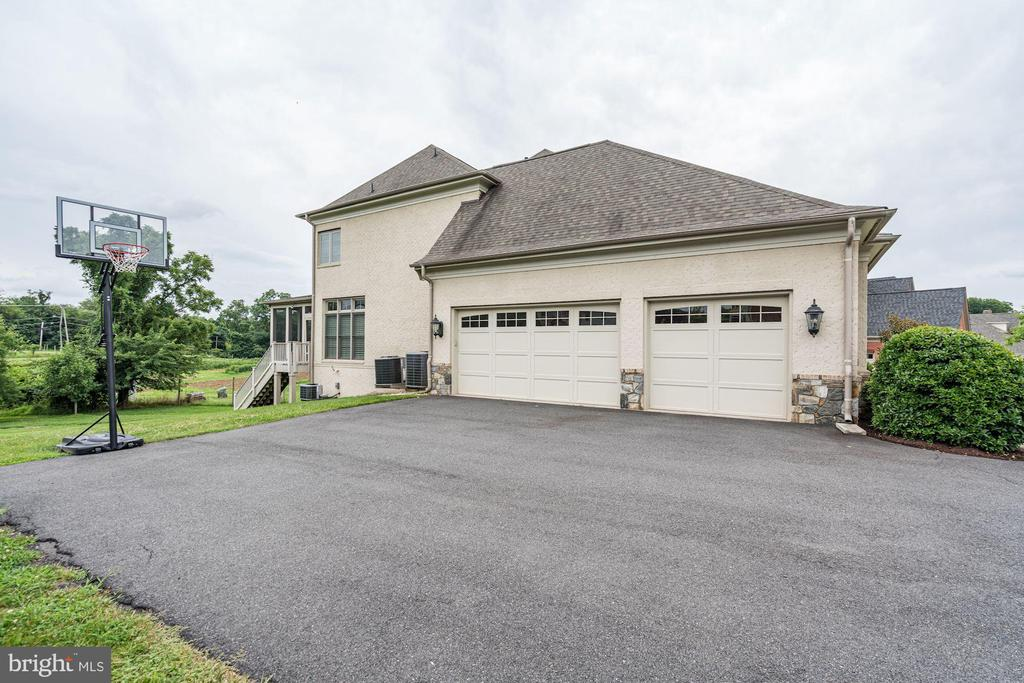 Three Car Garage, plus bonus basketball hoop. - 9668 MAYMONT DR, VIENNA