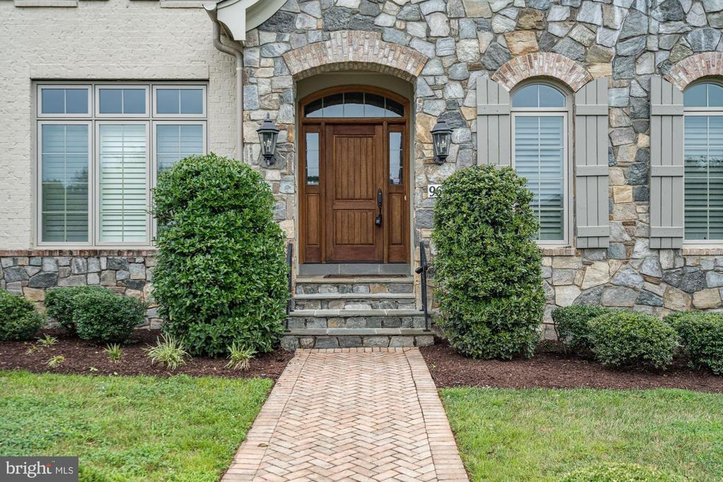 Grand front entrance. - 9668 MAYMONT DR, VIENNA