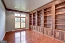 The Perfect Office/Library/Study - 9668 MAYMONT DR, VIENNA