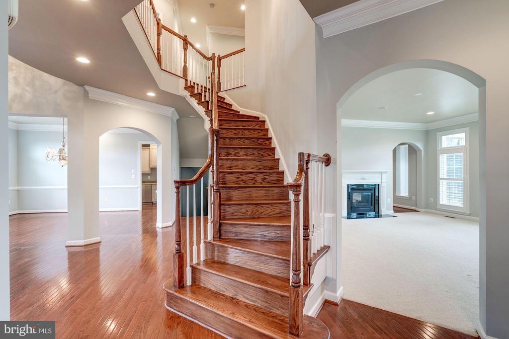 Elegant Staircase - 9668 MAYMONT DR, VIENNA