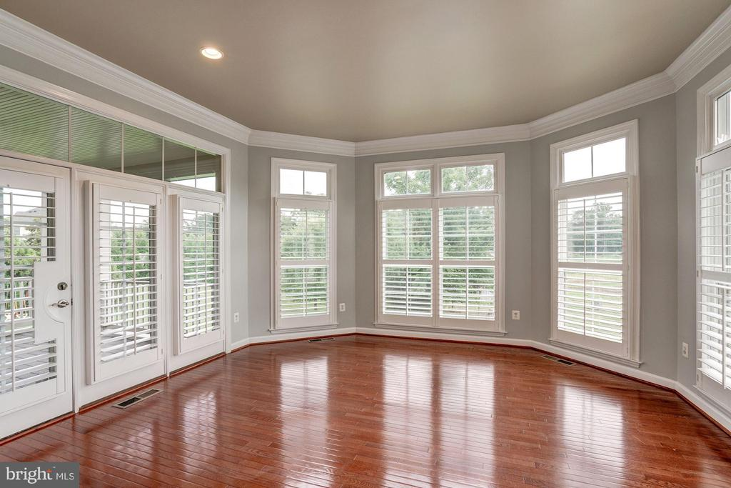 Perfect For Entertaining - 9668 MAYMONT DR, VIENNA
