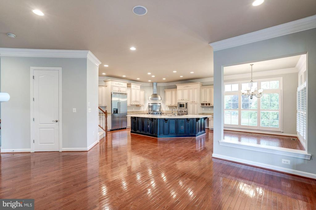 Beautiful Hardwoods - 9668 MAYMONT DR, VIENNA