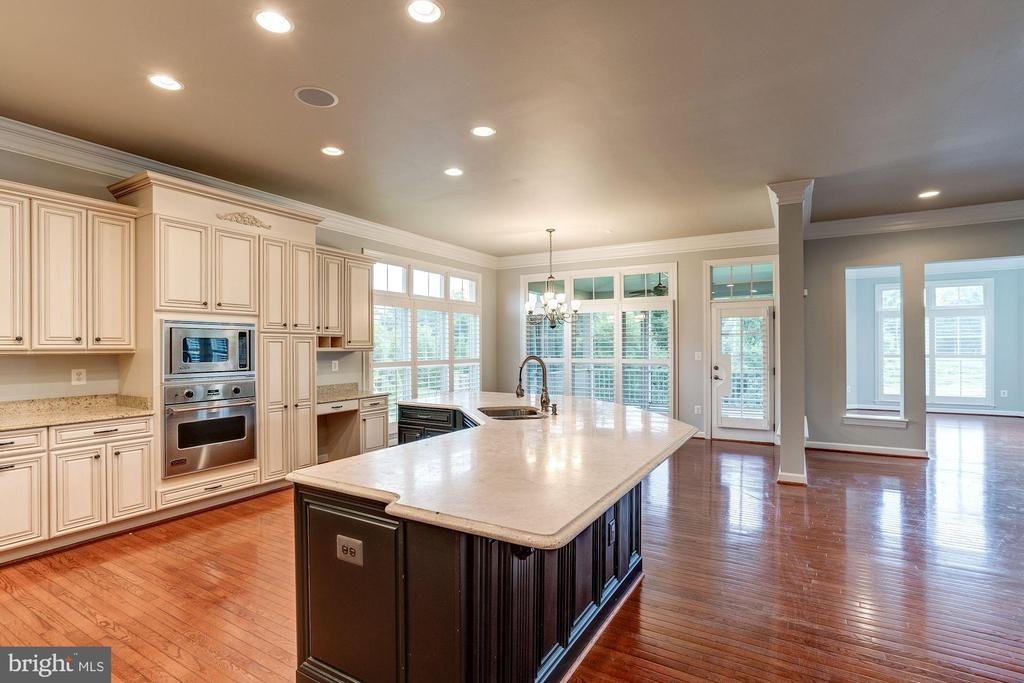 Eat In Kitchen - 9668 MAYMONT DR, VIENNA