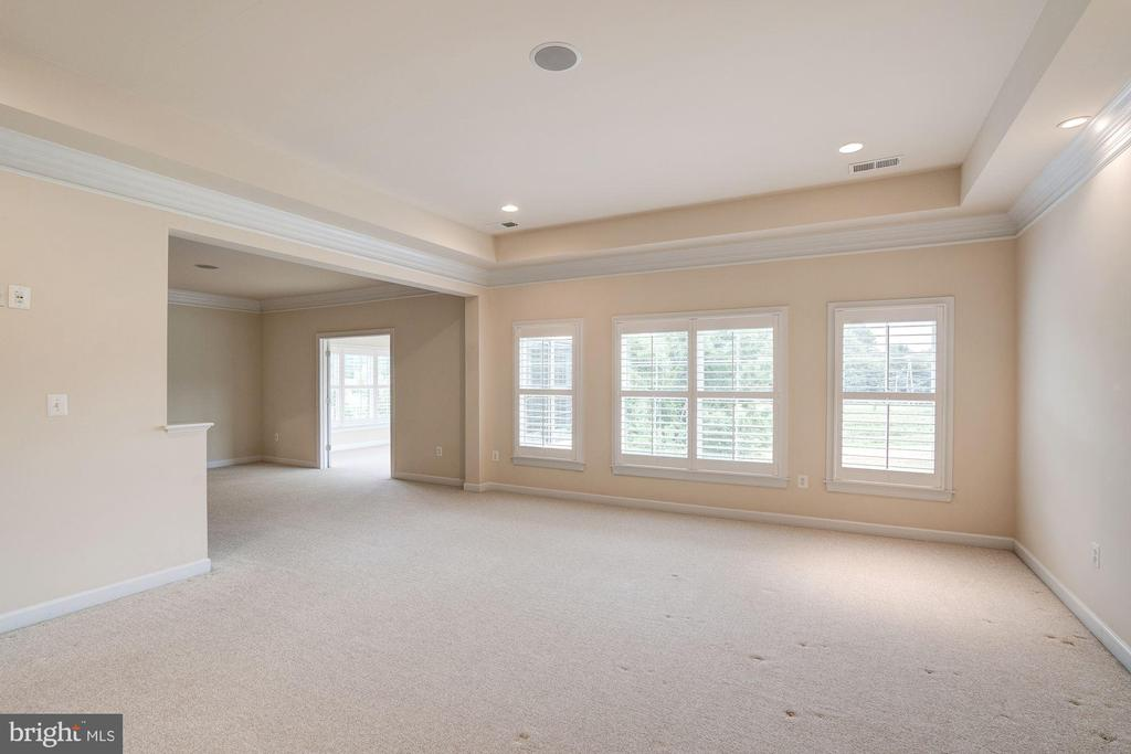 Large Master Bedroom - 9668 MAYMONT DR, VIENNA
