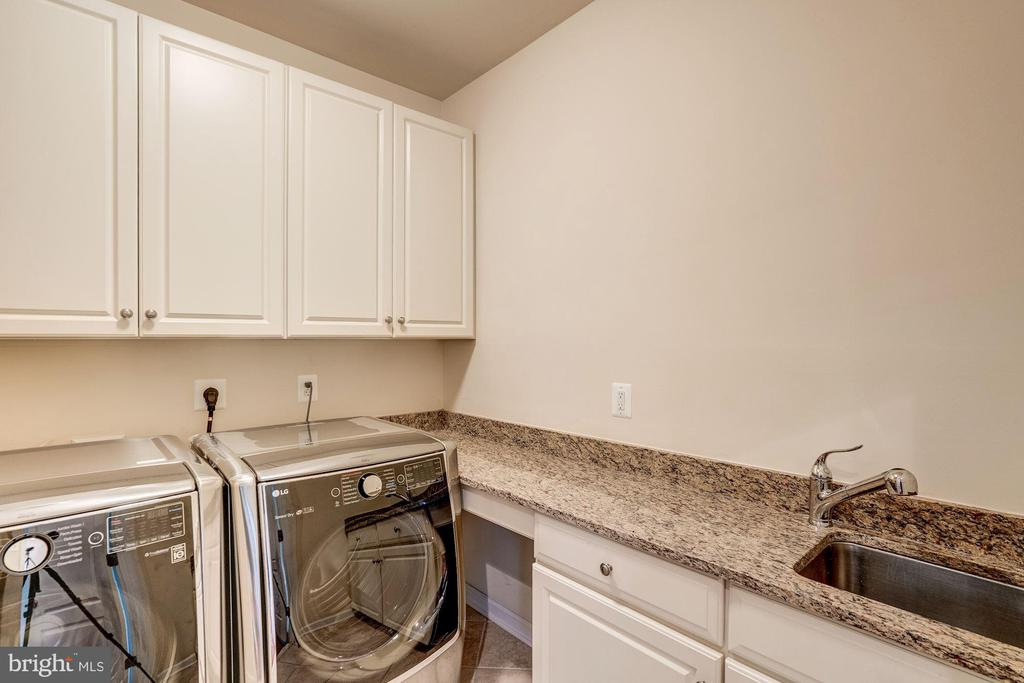 Walk In Laundry Room - 9668 MAYMONT DR, VIENNA