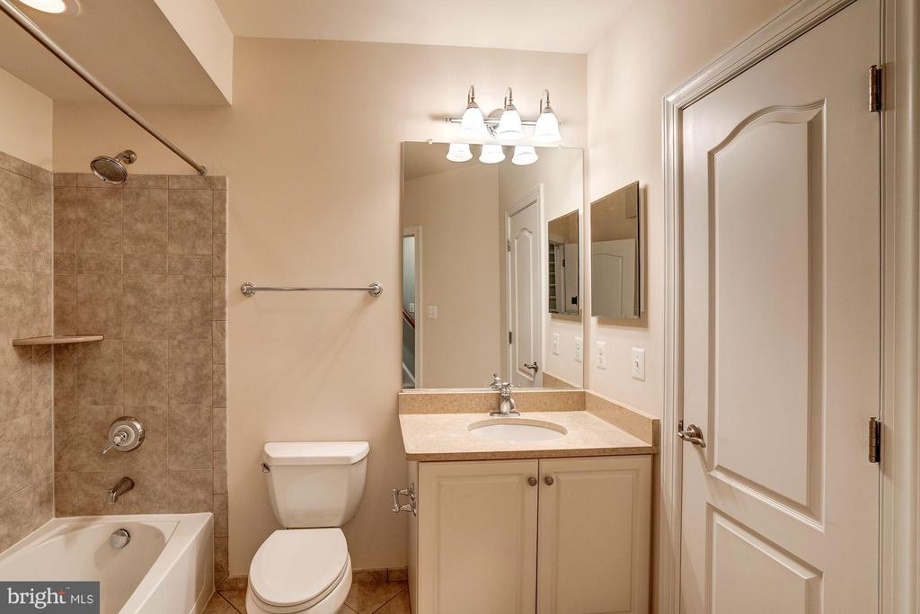 Lower Level Full bath #2 - 9668 MAYMONT DR, VIENNA