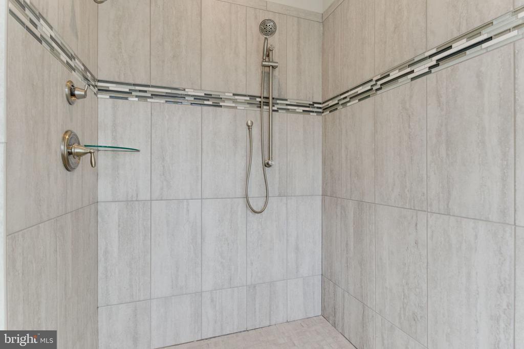 MASTER SUITE BATHROOM SHOWER. - 313 CABIN RD SE, VIENNA