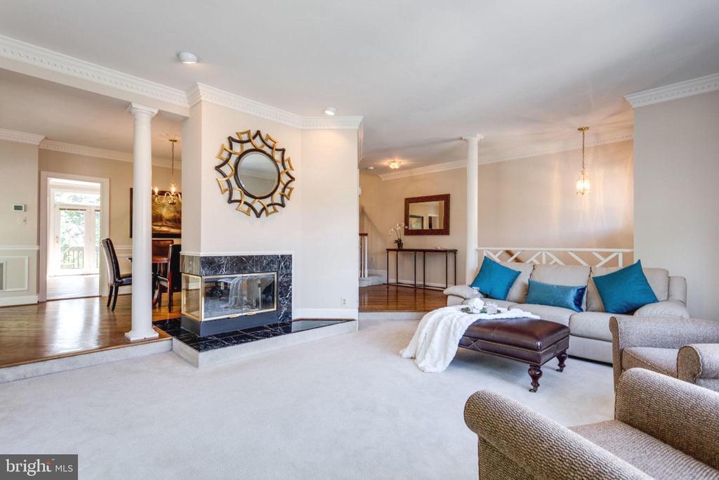 Spacious & Elegant Living Room w/ 3-way Gas FP - 8178 MADRILLON CT, VIENNA