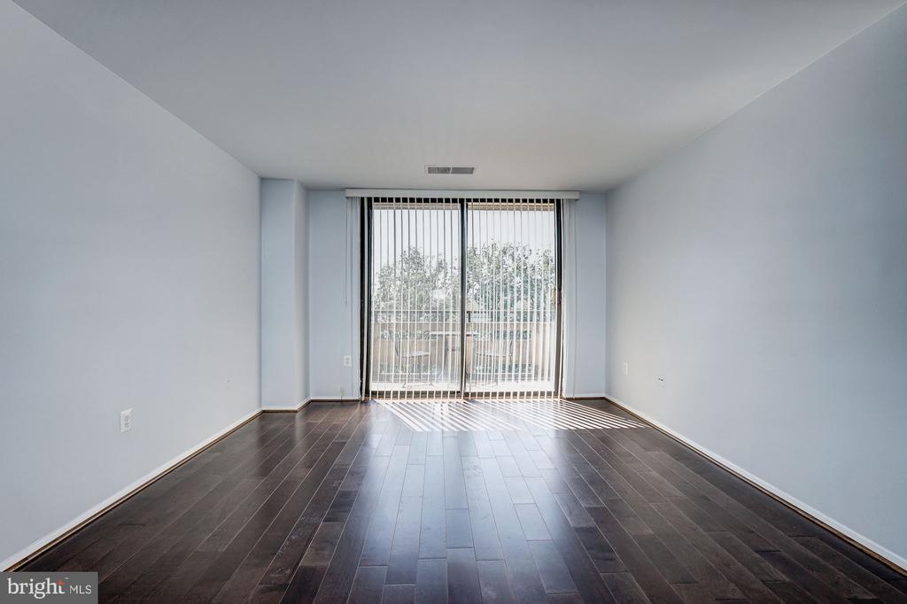 Living Room - Gleaming New Hardwood Floors - 1808 OLD MEADOW RD #1416, MCLEAN
