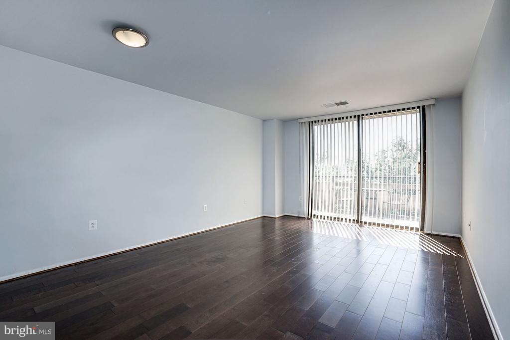 Living Room Features Brand New Hardwood Floors! - 1808 OLD MEADOW RD #1416, MCLEAN
