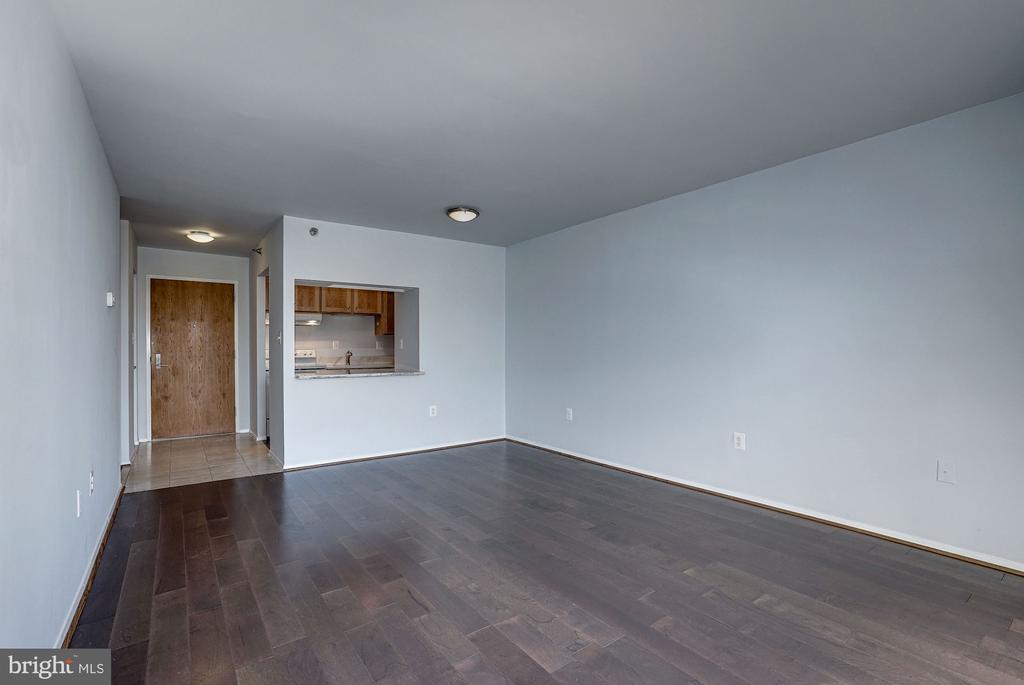 Living Room - 1808 OLD MEADOW RD #1416, MCLEAN