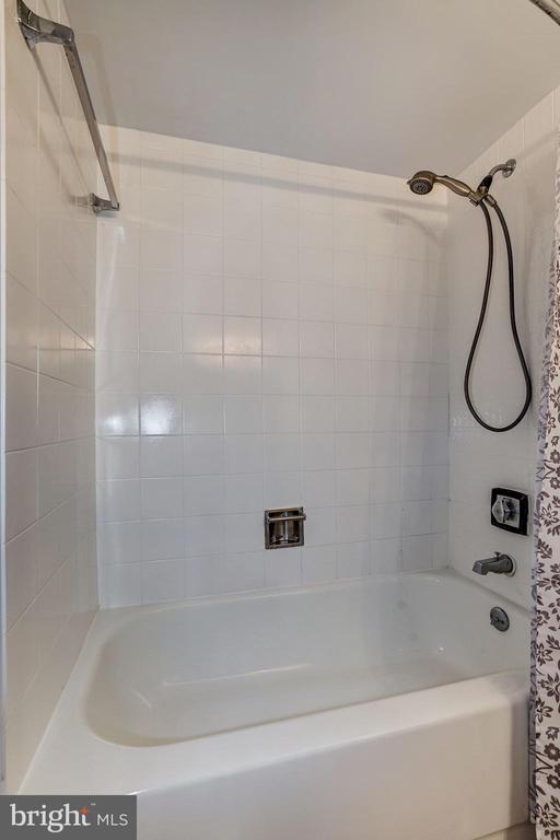 Bathroom - 1808 OLD MEADOW RD #1416, MCLEAN