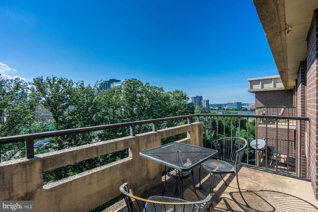 Spacious Balcony with Views Overlooking Tyson's! - 1808 OLD MEADOW RD #1416, MCLEAN