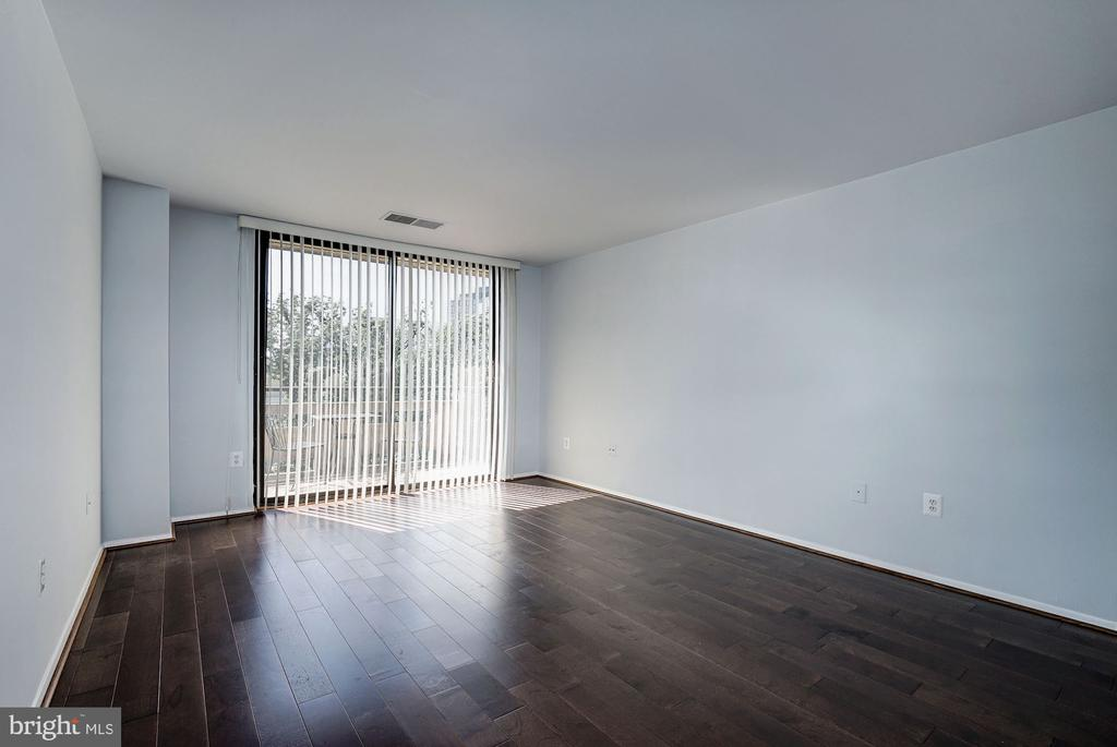 Living Room with Floor-to-Ceiling Windows! - 1808 OLD MEADOW RD #1416, MCLEAN