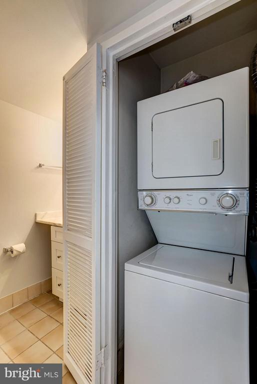 Washer & Dryer are Located Inside the Condo Unit! - 1808 OLD MEADOW RD #1416, MCLEAN