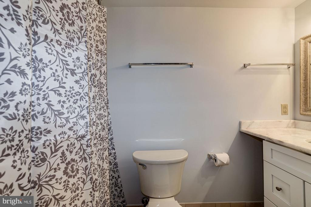Bathroom - Recently Renovated within Last Month! - 1808 OLD MEADOW RD #1416, MCLEAN