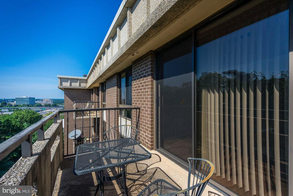 Balcony - A Lovely, Relaxing Outdoor Oasis! - 1808 OLD MEADOW RD #1416, MCLEAN
