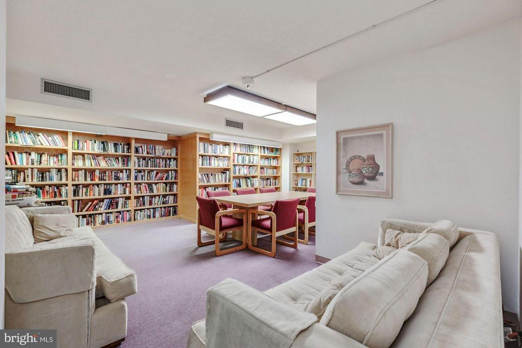 Community Library - 1808 OLD MEADOW RD #1416, MCLEAN