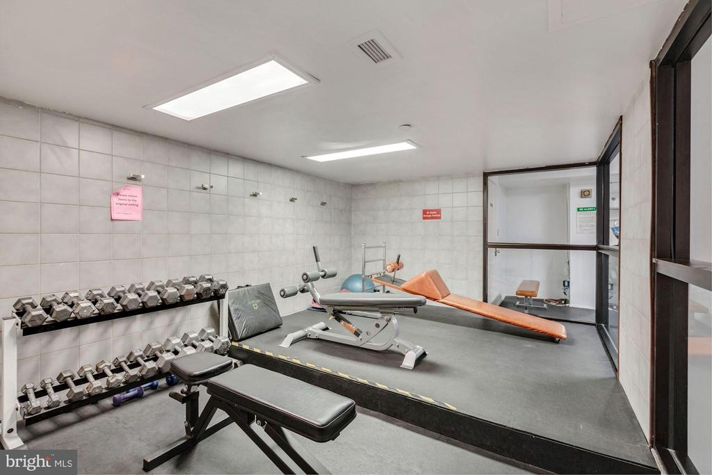 Community Fitness Center with Cardio & Weights - 1808 OLD MEADOW RD #1416, MCLEAN