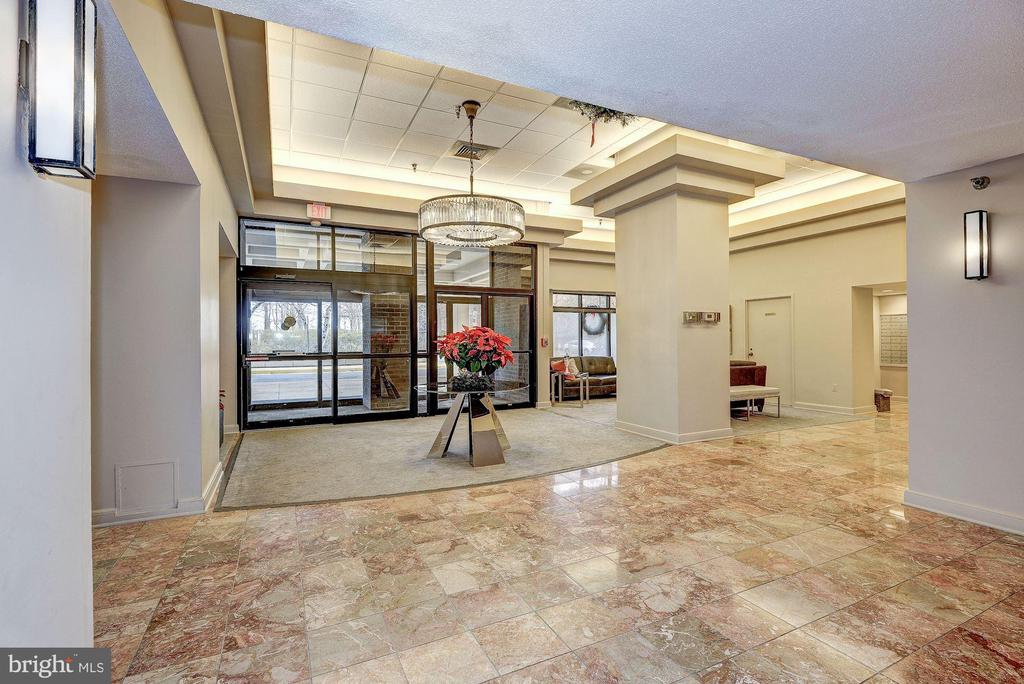 Lobby of Building - 1808 OLD MEADOW RD #1416, MCLEAN