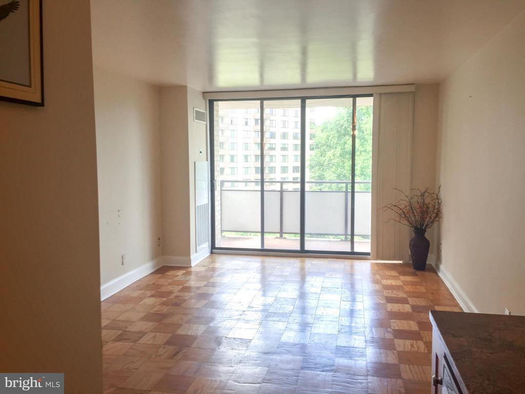 Living Room - 5225 POOKS HILL RD #707N, BETHESDA