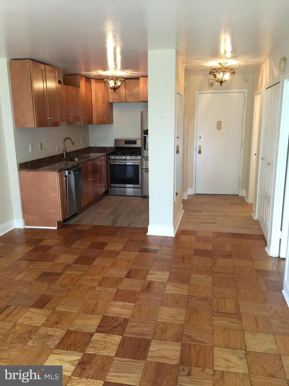 Living Room, Kitchen, Foyer - 5225 POOKS HILL RD #707N, BETHESDA