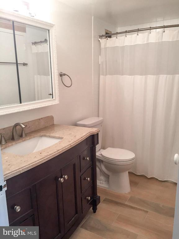 Full Bathroom - 5225 POOKS HILL RD #707N, BETHESDA