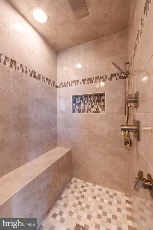 What is your favorite shower style? - 38520-LOT 27 IRISH CORNER LN, LOVETTSVILLE