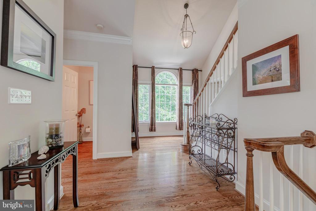 Main level hallway - 5621 GLENWOOD DR, ALEXANDRIA