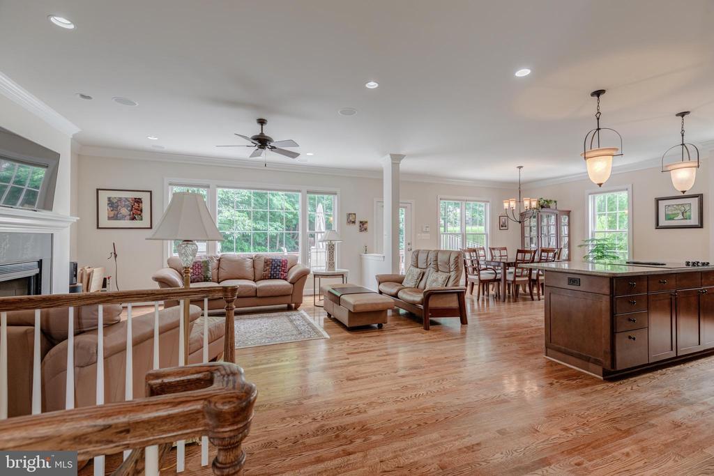 Fabulous open floorplan and gorgeous hardwoods - 5621 GLENWOOD DR, ALEXANDRIA