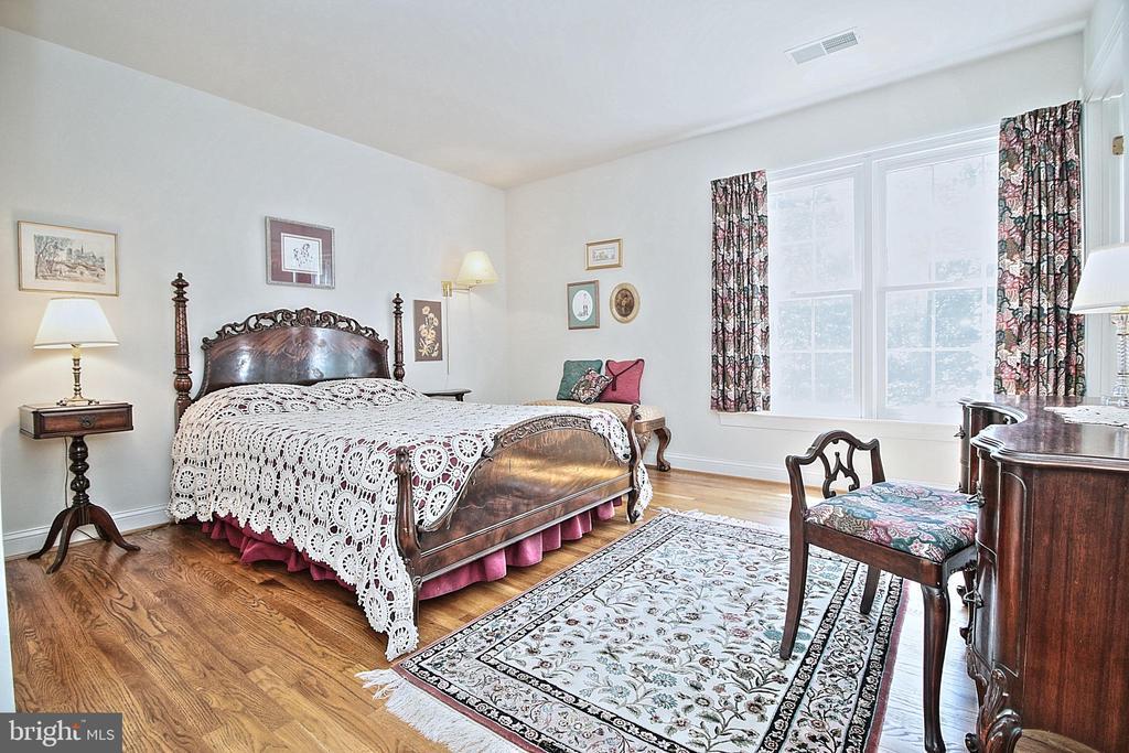 Bedroom 2 - 10121 COMMUNITY LN, FAIRFAX STATION
