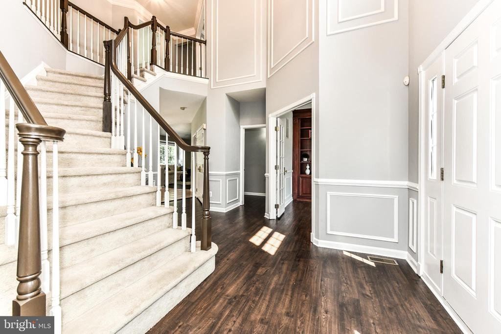 Curved staircase leads to second level - 47426 RIVERBANK FOREST PL, STERLING