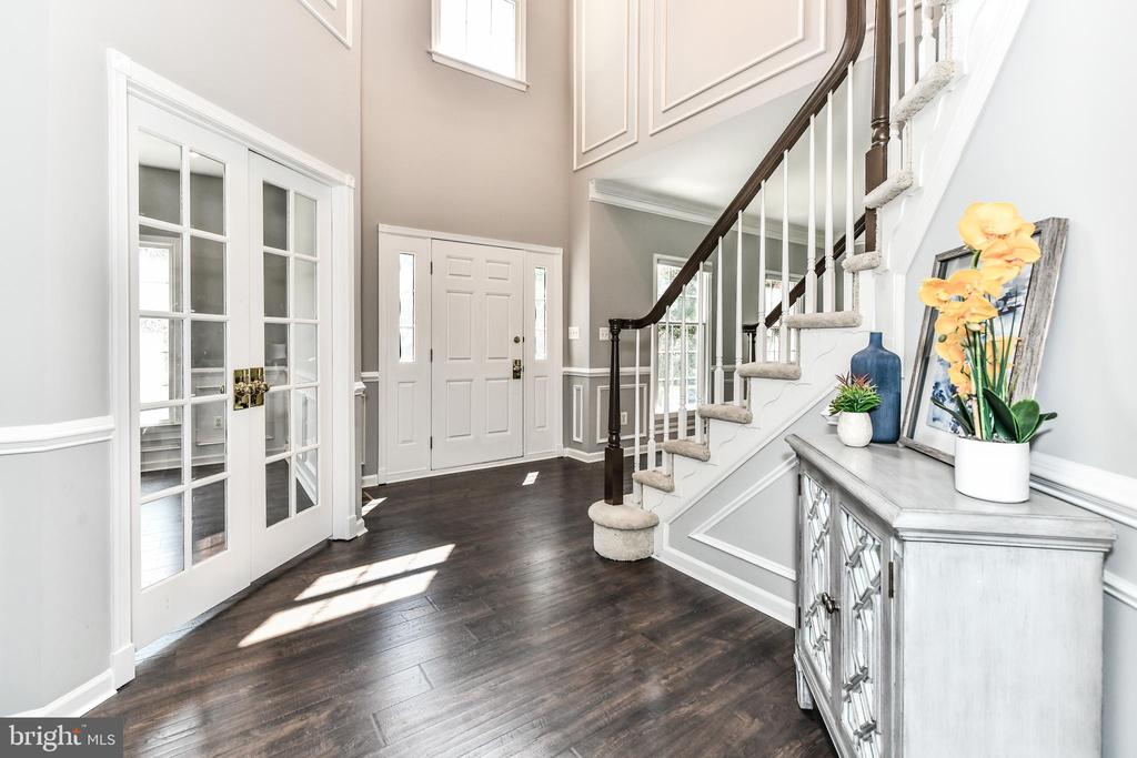 Hall from kitchen to office - 47426 RIVERBANK FOREST PL, STERLING