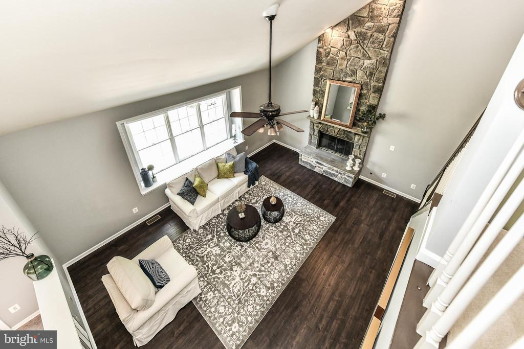 Second floor overlooking family room - 47426 RIVERBANK FOREST PL, STERLING