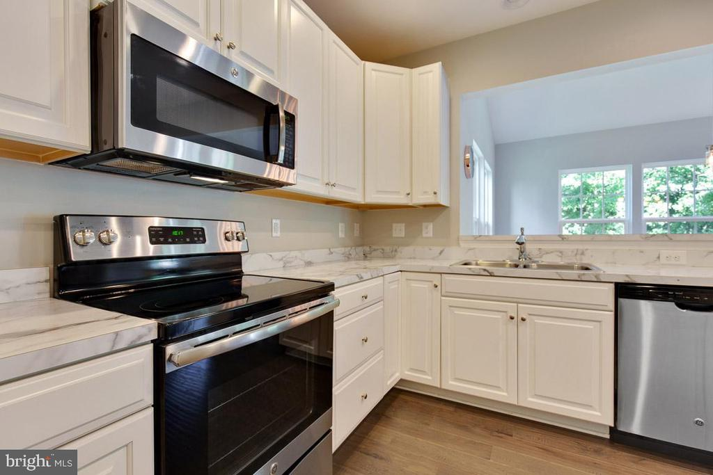 Stainless Steel Appliances - 20 EISENTOWN DR, LOVETTSVILLE