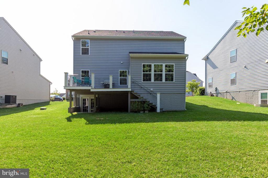 Backyard & Deck - 20 EISENTOWN DR, LOVETTSVILLE