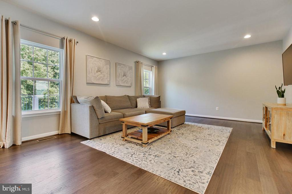 Family Room with Engineered Hardwood Floors - 20 EISENTOWN DR, LOVETTSVILLE