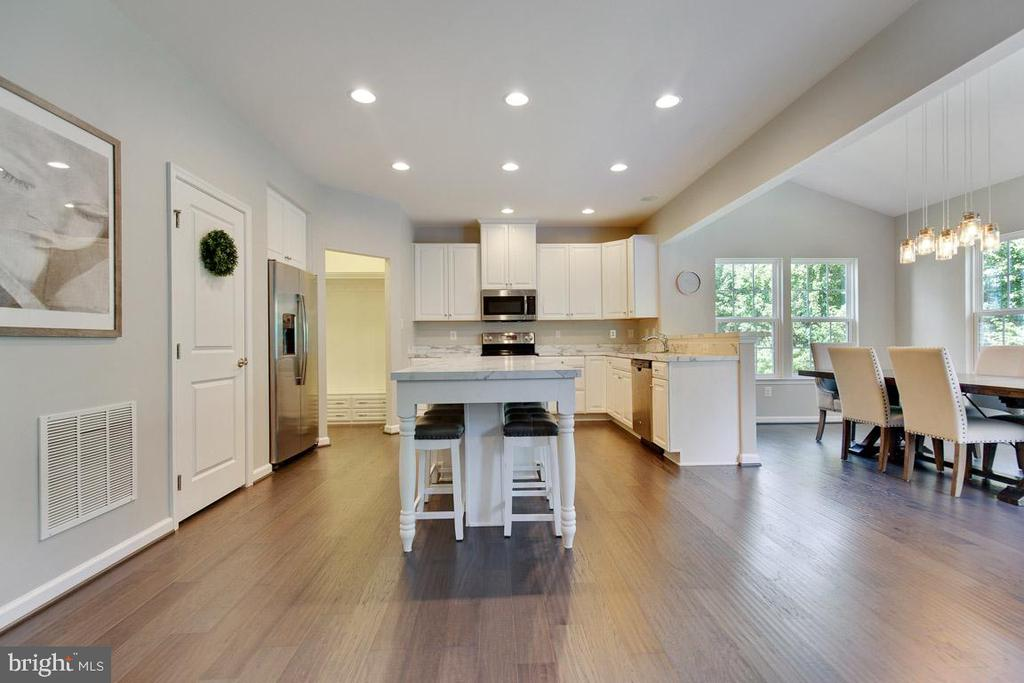 Beautiful Engineered Hardwood Floors on Main Level - 20 EISENTOWN DR, LOVETTSVILLE