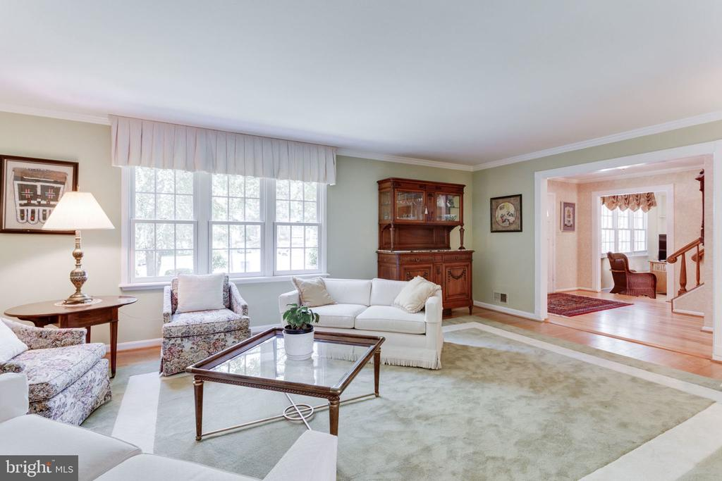 View to foyer - 7710 FALSTAFF CT, MCLEAN