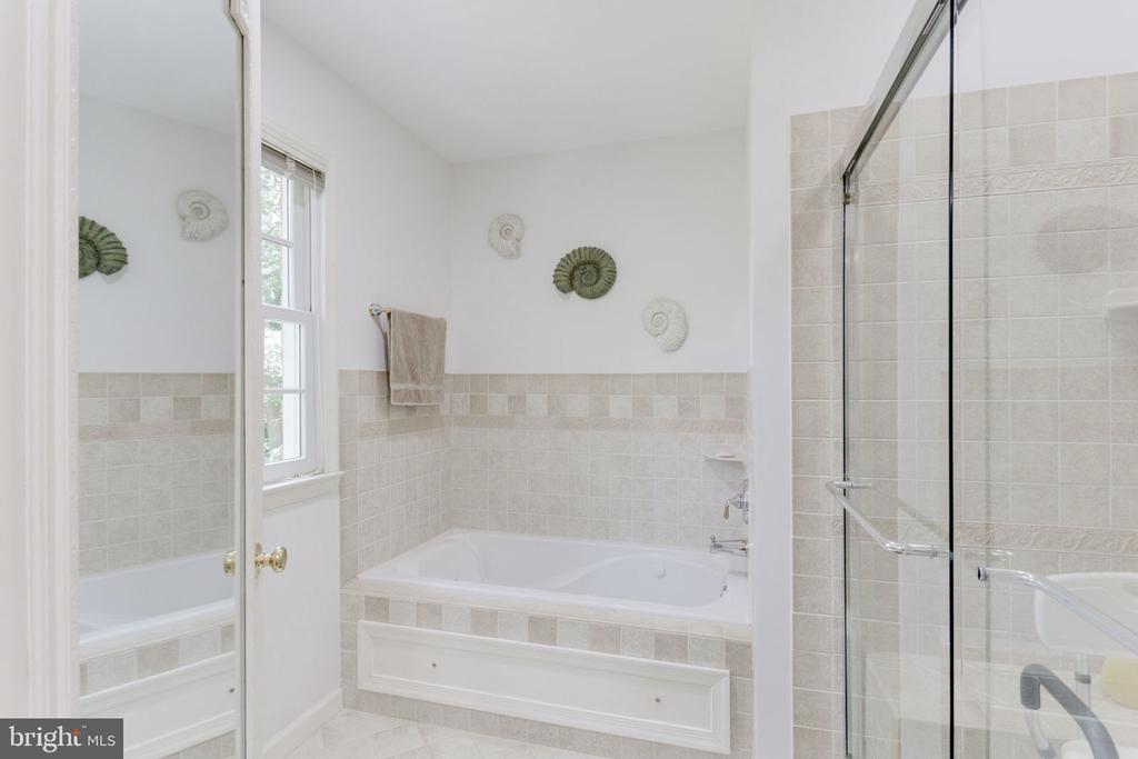 Updated bath, lovely tile and  large shower - 7710 FALSTAFF CT, MCLEAN